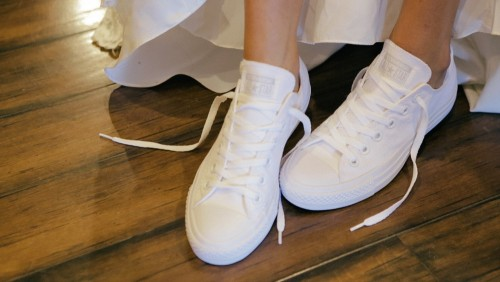 Bride wears cute tennis shoes at Lake Oak Meadows wedding venue in Temecula.