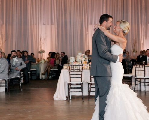 Scripps Seaside Forum brides and groom first dance
